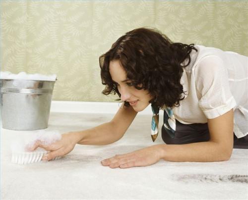 Come rimuovere la vernice da tappeto