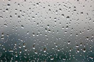 Come utilizzare una catena della pioggia senza dovere grondaie