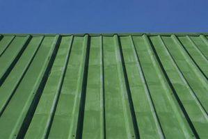 Come costruire una cornice per un tetto di metallo