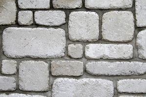 Come mortaio di pietra su un muro