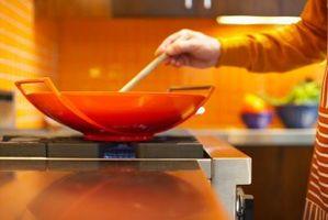 Come cucinare con un wok su un piano cottura a induzione