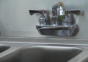 Come utilizzare il bicarbonato di sodio per pulire acqua dura macchie in acciaio inox Lavelli