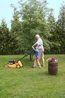 Come affilare lame della falciatrice da giardino con una pietra