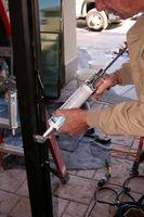 Come rimuovere silicone Calafataggio Dal Tile