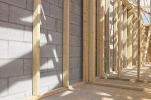 Come inquadrare una porta con legno e metallo