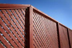 Come costruire un recinto privacy con pannelli sfalsati orizzontali