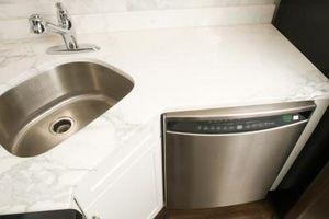 Piatti: lavaggio delle mani contro Lavastoviglie