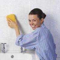 Come pulire un bagno con Ajax e Clorox