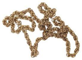 Come prendersi cura di gioielli in ottone antico