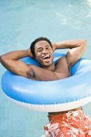 Come aggiungere cloro a una piscina di acqua salata