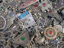 Come pulire Sterling Silver Jewelry a casa