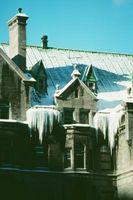 Come installare un cavo di calore su un tetto in scandole