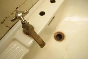 Come rimuovere delicatamente muffa dal soffitto bagno