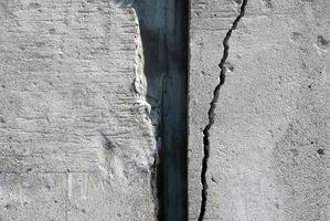 Come riparare un cemento Bowing muro