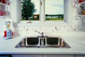 Come rimuovere una macchia di acciaio inossidabile Sink