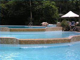 Come usare candeggina regolare di Shock La mia piscina?